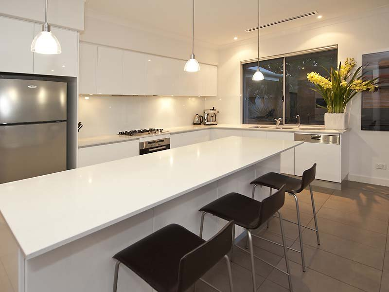 Sleek L Shaped Kitchen Kitchens By Milestone